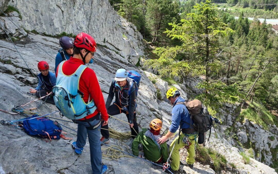 1. Hilfe und Bergrettung